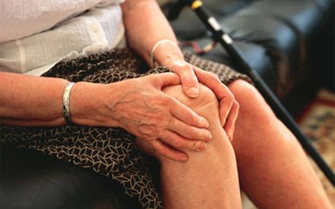 Боли в коленях: причины, диагностика и лечение