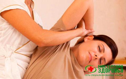 Травмы спины: виды, симптомы, первая помощь, лечение позвоночника