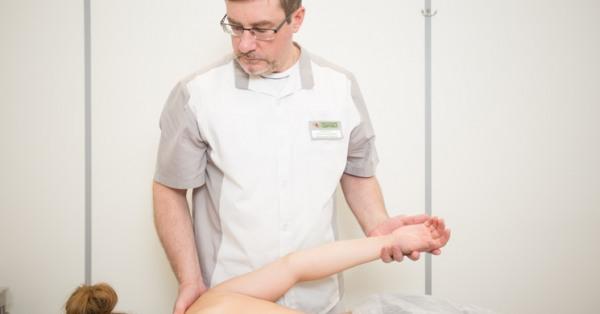 В чем разница между массажем и мануальной терапией?