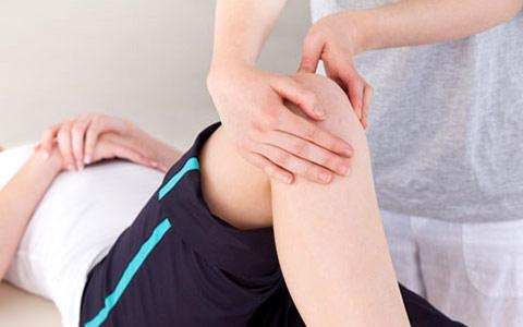 Скованность движений: причины, диагностика икомплексное лечение